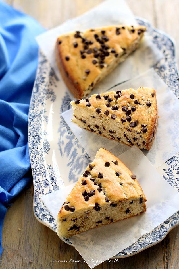 Torta morbida con gocce di cioccolato - Ricetta Torta morbida con gocce di cioccolato (fette) di @tavolartegusto