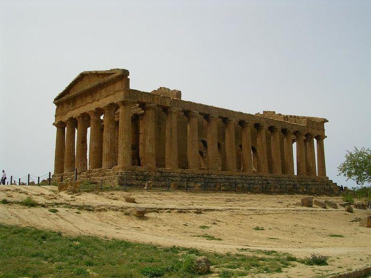 Tempio della concordia, Agrigento, V sec. Esempio di tempio periptero, decorazioni in stucco