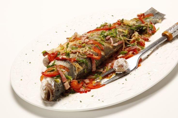 Receita de Robalo no forno. Descubra como cozinhar Robalo no forno de maneira prática e deliciosa com a Teleculinaria!