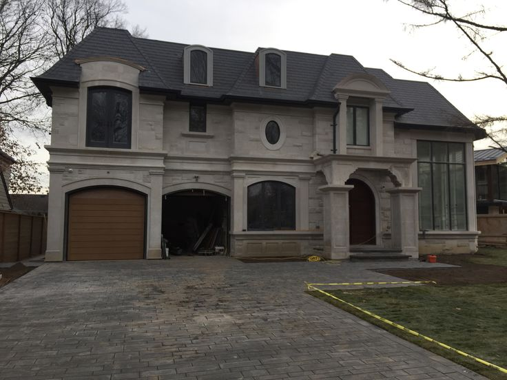 A beautiful stunning home in Toronto. We used buff limestone on the exterior of the house. Send us a message to learn how you can use our natural stones to build your dream home!