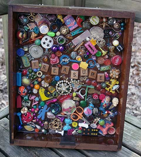 Treasure Scrabble Letter Folk Art - It looks like a page from an EyeSpy book! Making one!