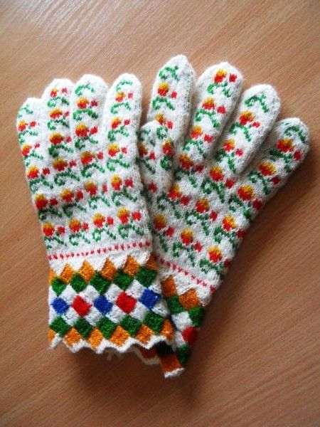 Nīcas cimdi. Traditional knitted mittens, Nīca, Latvia.