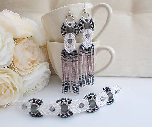 Bielo-čierny makramé set náramok a náušnice, black and white, micromacrame long beaded earrings and bracelet with black and smoky violet beads, elegant wedding macrame jewellry set
