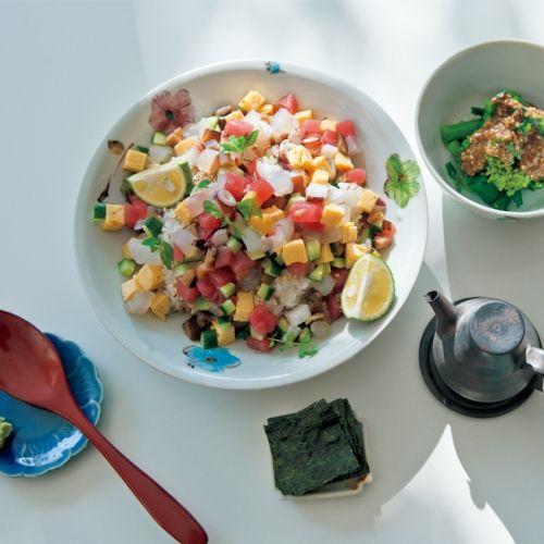 角切りにした刺身をにぎやかに盛りつけた、ばらちらし丼は、 節句のお祝いやおもてなしにぴったり!