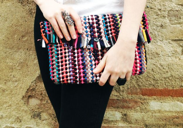 DIY: colorful woven clutch from a rug