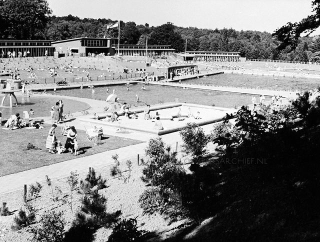 2013-04-09 Zwembad Klarenbeek 1954 by oudarnhem,