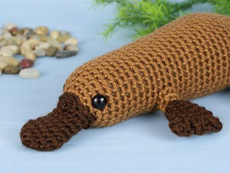 Patrón para hacer un ornitorrinco a crochet. No luce simple e increible?