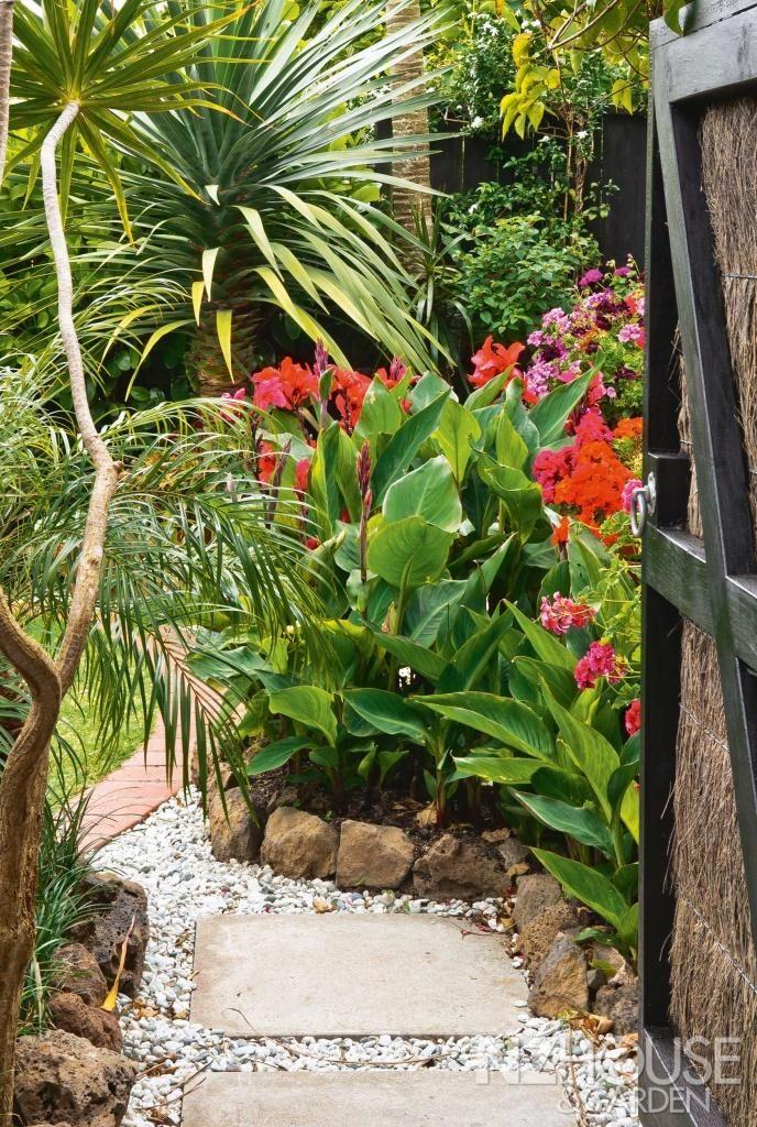 589 best garden edging ideas images on pinterest for Jungle garden design ideas