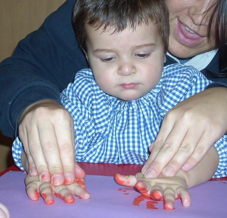Motricidad fina y pintura de dedos en Escuelas Infantiles El Patio