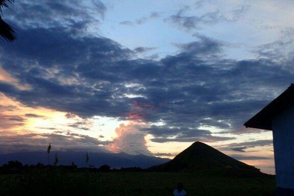 Langit senja di atas Sumbawa