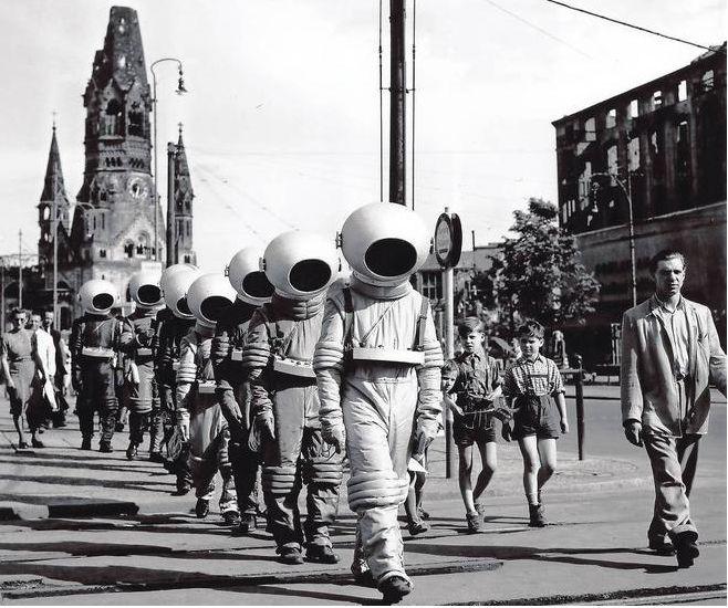 astronaut space crusade berlin - photo #5