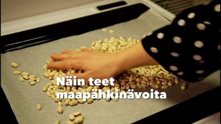 Herkuista simppelein pitää yksinkertaisimmillaan sisällään vain kahta ainesosaa - paahdettuja maapähkinöitä ja ripauksen suolaa. Vahvasti amerikkalaiseen ruokakulttuuriin liittyvän maapähkinävoin historia ulottuu atsteekkien ja inkojen kotikeittiöihin asti. Tuolloin alkeellisilla myllyillä valmistettu pähkinätahna oli todennäköisesti aika erilaista kuin se tuote, mitä me purkista tänä päivänä leivälle kaapaisemme. Amerikan mantereelle ja patenttitoimistoon maapähkinävoi löysi tiensä vasta…