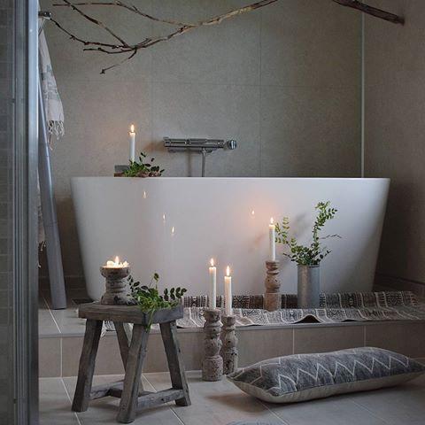 Ha en fin kveld, kjære følgere     ________________________________    #bathroom #bath #baderom #bad #flisekompaniet #rørkjøp #vikingbad #rustic #home #interior123 #interior4all #inredningsdesign #hellinterior1 #passion4interior #finahem #vakrerom #boligpluss #bobedre #boligliv #boligdrøm #kkliving #cozy #bøivesterålen #nordichome #nordiskahem #inspirasjonsguidennorge #ourluxuryhome #picoftheday