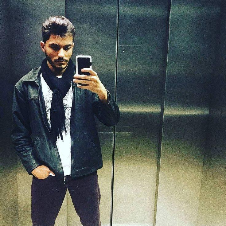 Companhia perfeita para sábado a noite? O seu estilo em #qualquercontexto tal qual o estilo ímpar de Gabriel Valadares  Acesse o ninho em https://eagletechz.com.br ou o link do perfil em @eagletechz  #eagletechz  #capinhascelular  #capinhaseagletechz#capinhasparacelular  #eaglecase #antiimpacto #capas #amocapinhas  #amoeagletechz Siga  o estilo único de  @itsgabrielvaladares