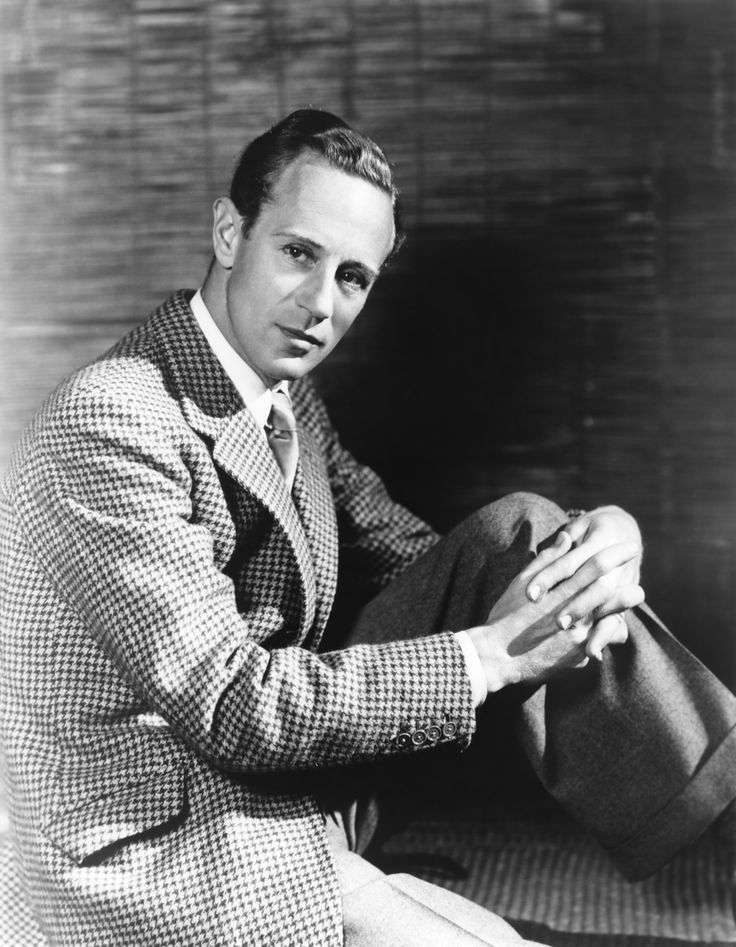 Leslie Howard (April 3, 1893 - June 1, 1943) American actor, producer and stagedirector (Oscar winning movie: Gone with the wind).