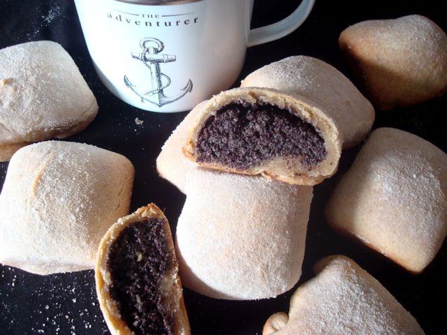 Buchty - traditional Czech sweet yeast buns with poppy seed filling - www.vune-vanilky.cz