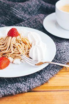 Typisch Schweizer Rezepte: Vermicelles auf Meringues. Ein super einfach und super leckeres Dessert.