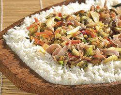 Oosterse curry rijstschotel met zeevruchten