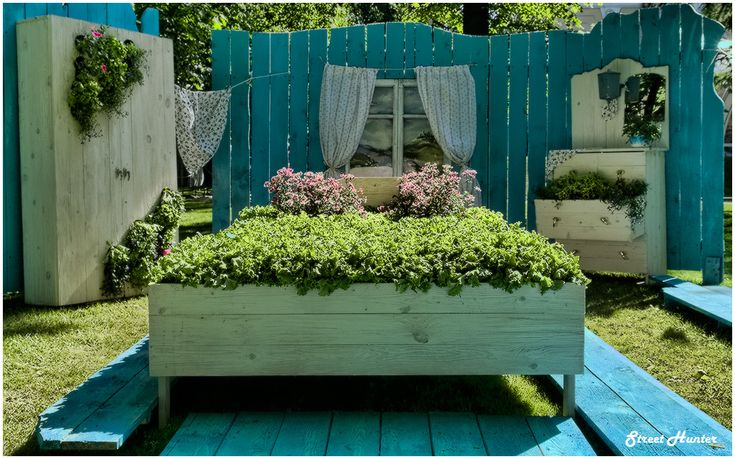 Taking the bedroom into the garden