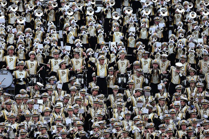 Dallas, Texas, Stati Uniti    La banda Purdue Boilermakers mentre si esibisce durante l'Heart of Dallas Bowl, la partita evento di football che si svolge ogni anno nel primo giorno dell'anno tra due squadre del campionato NCAA. Dallas, Texas, Stati Uniti, 1 gennaio 2013.  (Ronald Martinez/Getty Images)