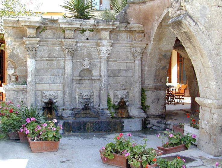 La jolie fontaine Rimondi à #Rethymnon. #Crète #Grèce