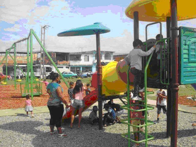 En Los Guayos convierten espacio abandonado en área recreativa