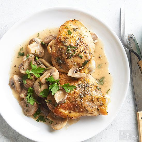 You only need 35 minutes to make this healthy chicken recipe with a savory mushroom and herb topping. This baked chicken recipe makes 4 servings, so it's perfect for a family or for two people with leftovers for the next day!