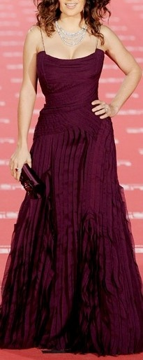 Oxblood dress. (now thats a womanly body! love Selma!)