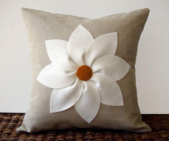 Blanche et rouille fleur coussins/couverture en lin naturel par JillianReneDecor décoratif décoration intérieure (16 x 16) cadeau pour elle