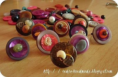 Play with buttons and beads to create many kind of button rings. There are endless possibilities, so... Have fun!