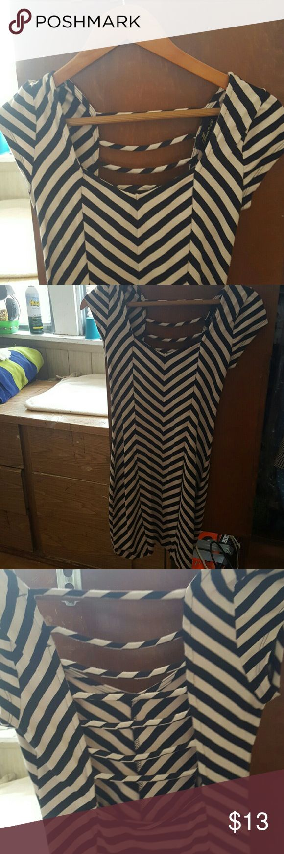Cute Patterned Bodycon Dress Open back. Great condition Monteau Dresses