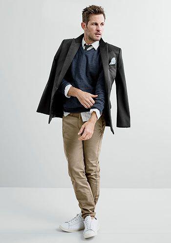 【春キレイめカジュアル】黒ジャケット×チノパン・白スニーカーの着こなし(メンズ)   Italy Web