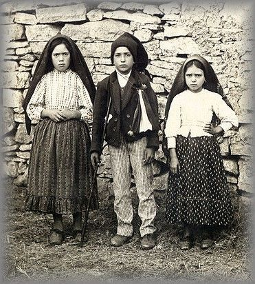 The three little shepherds Our Lady appeared in Fatima : Lucia, Francisco and Jacinta