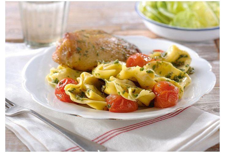 Tortellinis au pesto verde, tomates cerises et poulet