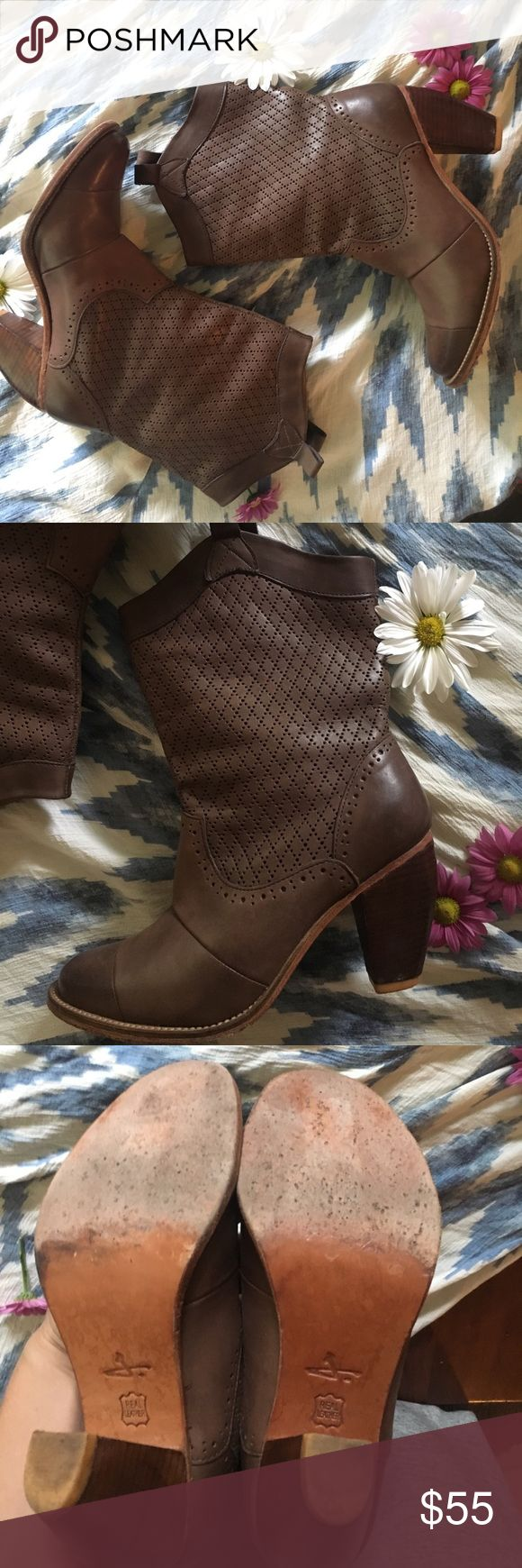J shoes brown leather boots These cowgirl inspired boots will have your summer dresses turning heads. They are in amazing condition with little wear and tear, they are about a 7-7.5 3.5 inch heel. There Is an eyelet detail cutout around the body of the bo