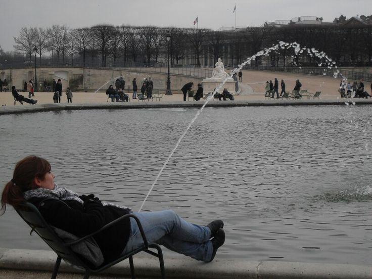 Foto graciosa hecha por mi hermana Ana en El Jardin de las Tullerias. Paris/Funny picture taken by my sister Ana. Jardin des Tuileries. Paris