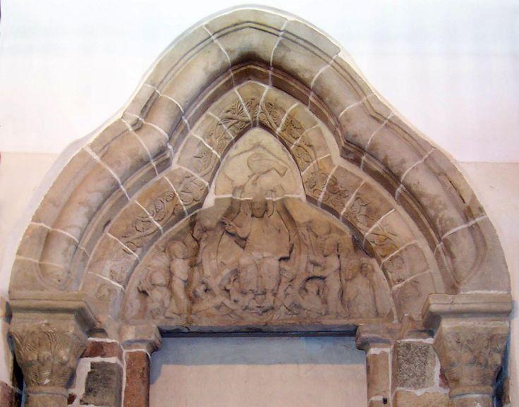 strzelno romański portal