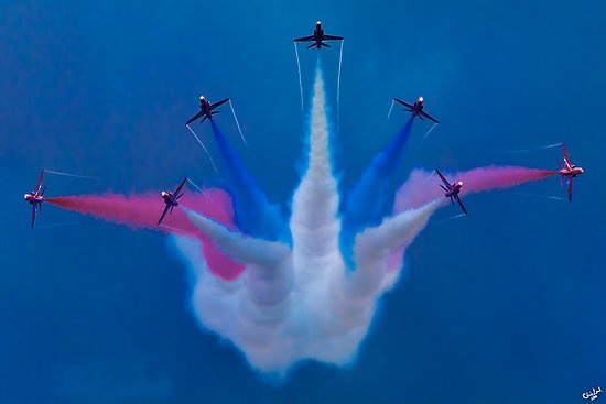 The Red Arrows Perform at Airbourne 2010 by Chris Lord via redbubble #Red_Arrows #Chris_Lord #redbubble