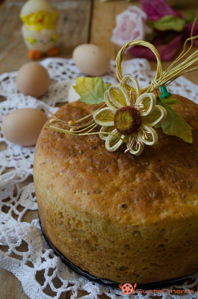 Torta salata al formaggio è una ricetta tipica preparata in occasione della Pasqua. Ottima da gustare come antipasto accompagnata da salumi.