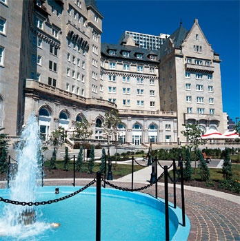 Fairmont McDonald Hotel, Edmonton, AB - sounds of a horse and carriage running through the top floor