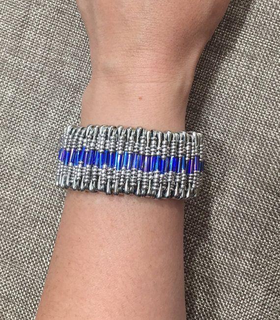 17 meilleures id es propos de bijoux d 39 pingles de s ret sur pinterest bracelet d 39 pingles. Black Bedroom Furniture Sets. Home Design Ideas