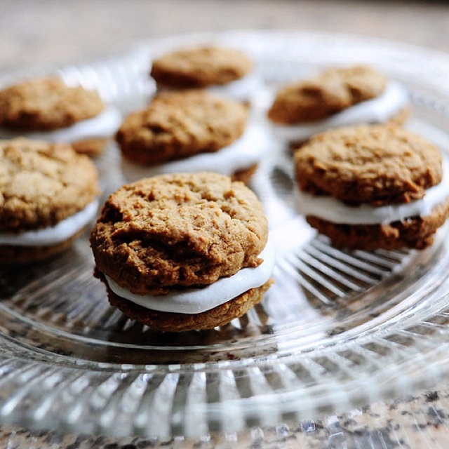 Oatmeal whoopie pies - yummy! http://thepioneerwoman.com/cooking/