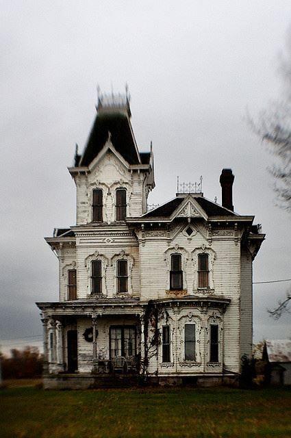 La maison de mes rêves : Style art Nouveau; bien vieille, entourée d'un brouillard mystérieux le matin au réveil et le soir au couché du soleil <3 Dans une plaine de silence <3