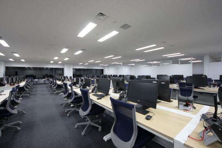コーポレートカラーが映える、機能性を考えたフレキシブルオフィス  オフィスデザイン事例 デザイナーズオフィスのヴィス