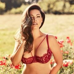 First pictures of Kelly Brook Official 2018 Calendar (349217)
