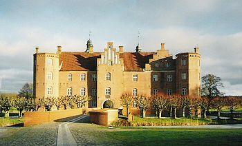 Gammel Estrup castle nøgne babes