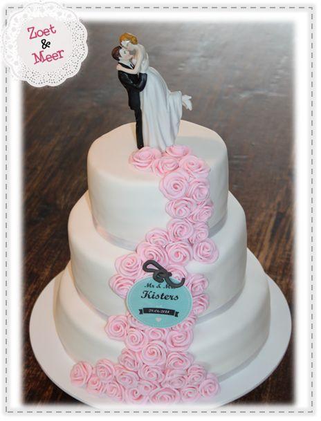 Bruidstaart & roze rozen...