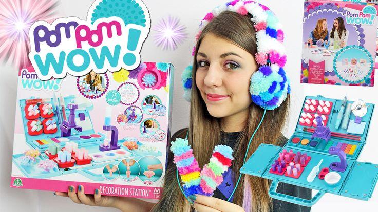 POM POM WOW! Decoriamo tutto con i Fantastici Pom Pom colorati!  Magici Pom Pom Wow, il nuovo divertente modo creativo di decorare di tutto usando i Pom Pom disponibili in Italia grazie a Giochi Preziosi. Guarda il video qui: https://youtu.be/slrzYPLN78Y