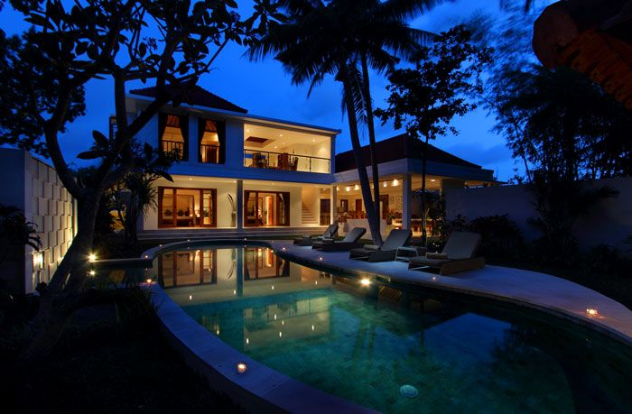 Villa Cocoon is a beautiful 3 bedrooms private villa combining the modern and Indonesian style, with a peaceful tropical garden...#bali #villa #balivilla