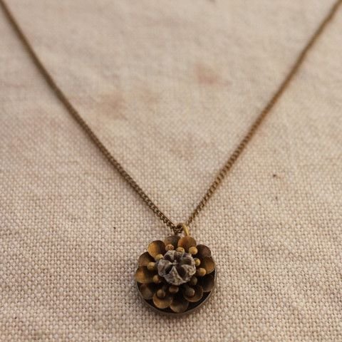 Manuka Seed Floral Necklace